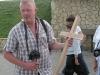 """Herbert mit unserem Demminer Kreuz für den """"Berg der Kreuze"""" bei Siauliai"""