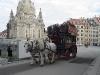 historische Pferdekutsche in Dresden vor der Frauenkirche