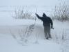 mein Freund Sebastian beim Schneewehen messen - 1,50m
